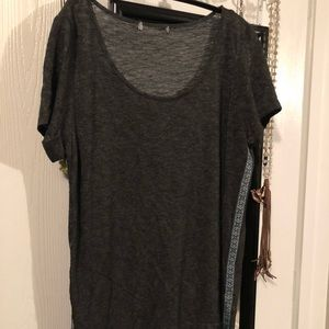 Tops - 🎉5/$15: Grey T-shirt with ribbon accent